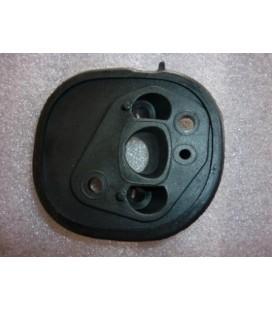 преход между карбуратор и цилиндър за моторна резачка